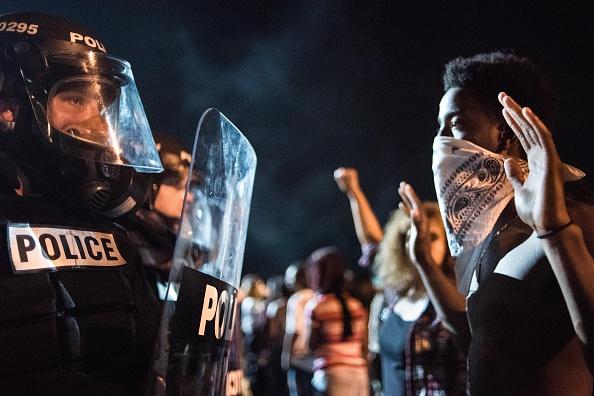 كيف عرضت «الصحافة البيضاء» حياة السود في أمريكا للخطر لمدة 100 عام - كيف تنتهي الاحتجاجات الجماهيرية؟