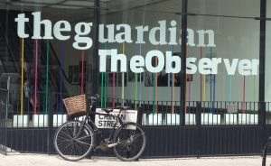 واجهة من مبنى صحيفة الجارديان في لندن.
